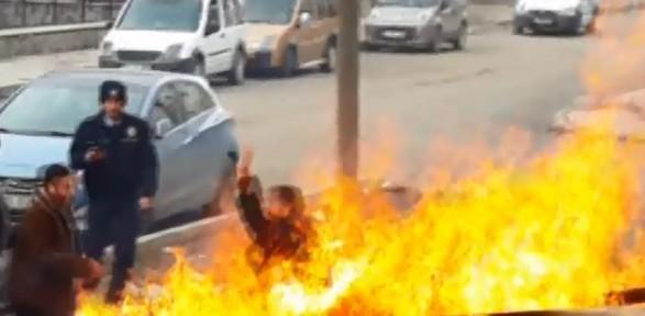 Kendini Ateşe Attı