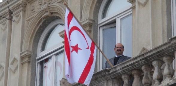 Kktc Bayrağı O ülkede De Dalgalanmaya Başladı