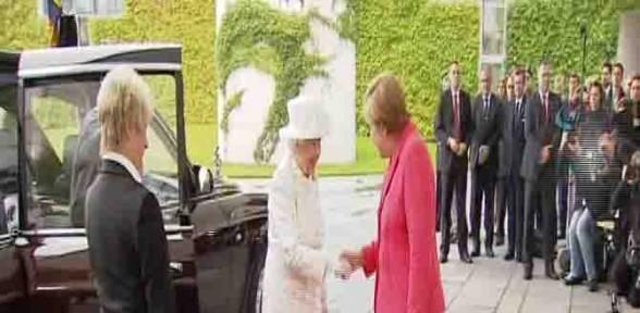Kraliçe Elizabeth Almanya Başbakan ile görüştü