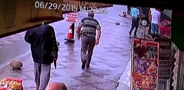Maskeli soyguncular, bilezikleri vermeyen kuyumcuyu yaraladı