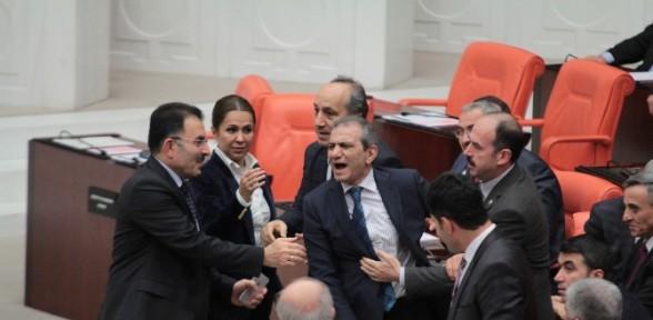 Meclis yine karıştı!