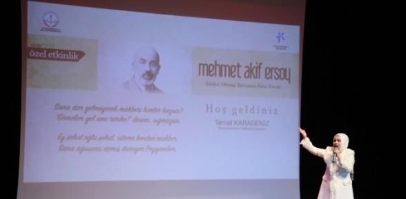 Mehmet Akif Ersoy şiirleriyle Anıldı