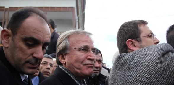 Mehmet Ali Şahin Eşini Son Yolculuğuna Uğurladı