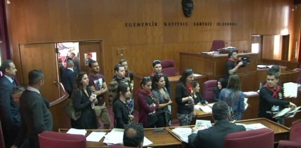 Öğretmenler Meclis'i bastı