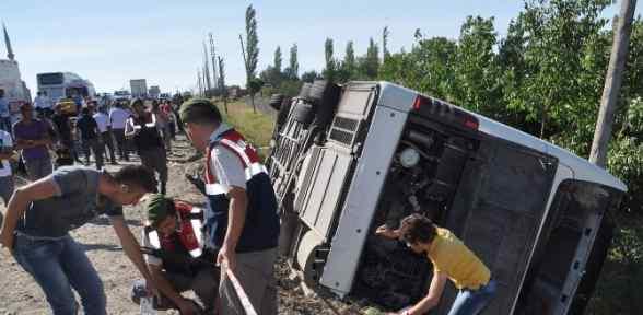 Otobüs Devrildi: 8 ölü