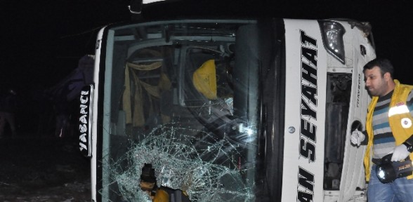 Otobüs Kamyon Ile çarpıştı: 48 Yaralı