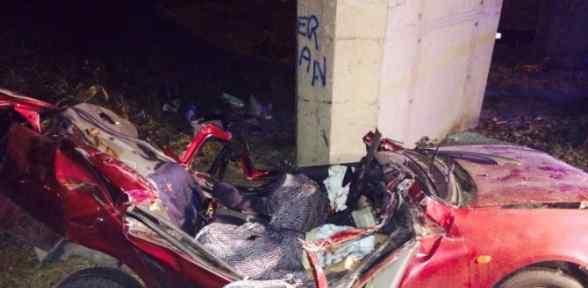Otomobil Köprünün Ayağına çarptı: 2 ölü