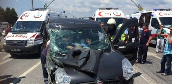 Özel halk otobüsü otomobille çarpıştı: 1 ölü, 3 yaralı