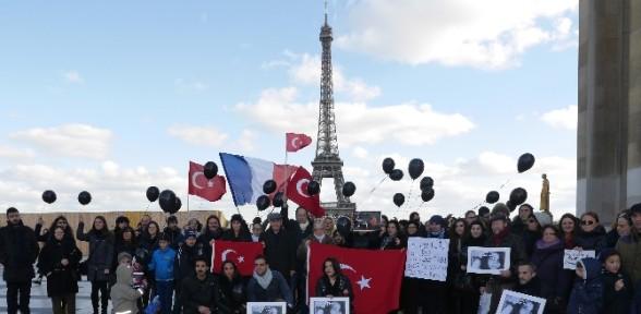 Paris'te Özgecan eylemi
