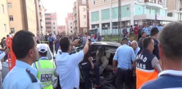 Polis ve ailesi zincirleme kaza kurbanı