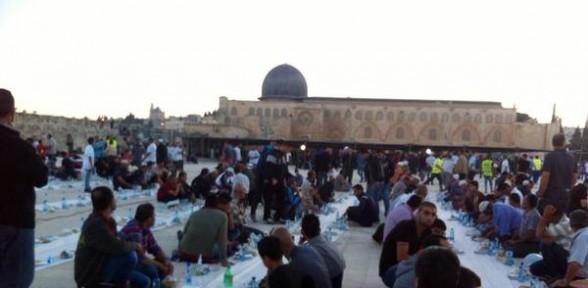 Sadakataşı Derneği'nden Mescid-i Aksa'da iftar