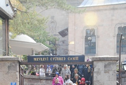 Sare Davutoğlu Memleketini Gezdirdi