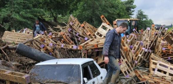 Savaş alanına dönen yolda İstanbul yönü kapatıldı