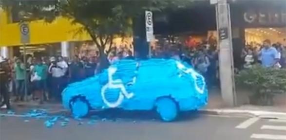 Sen misin engelli noktasına park eden !