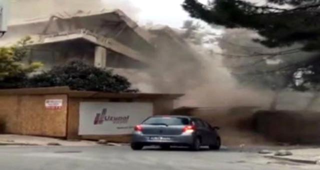 Sürücü, Çöken Binanın Altında Kalmaktan Son Anda Kurtuldu! Korku Dolu Anlar Kameraya Yansıdı