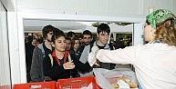Üniversite Öğrencileri Ücretsiz Çorba İçin Kampanya Başlattı