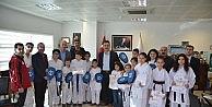 Karatecilere Malzeme Desteği