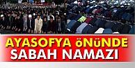 Binlerce kişi Ayasofya önünde sabah namazını kıldı