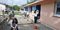 Üniversiteliler Köy Okulunu Yeniledi