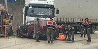 Bursada yağmurda kayan otomobil TIRın altına girdi: 2 kişi öldü