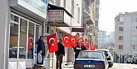 Mudanya esnafından bayraklı birlik ve beraberlik mesajı