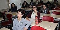 Bursada öğrenciler TEOG sınavına girdi, veliler dışarıda dua etti