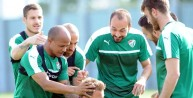 Bursasporlu oyuncular el topu oynadı