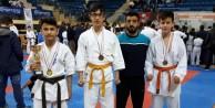 Yıldırımlı karateciler madalyaları topladı
