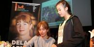 """Arya: """"Hayal gücünüzün gelişmesi için okuyun ve gezin"""""""