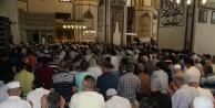 Bursalılar Ramazan'ın son cuma namazında Ulu Cami'ye akın etti