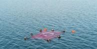 Dalgıçlar İznik Gölünde Türk Bayrağı açtı
