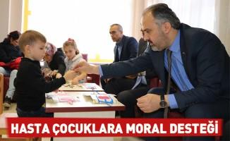 Hasta çocuklara moral desteği