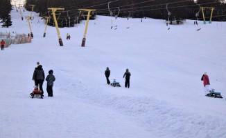 Uludağ'da kayabilmek için akşam olmasını bekliyorlar