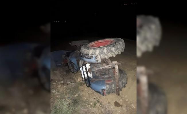 Alkollü sürücü devrilen traktörün altında kaldı