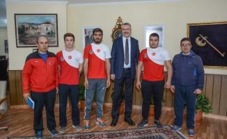 Karacabey Belediyesi'nden güreş takımına tam destek