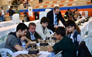 140 Kişi Satranç Turnuvasında Kıyasıya Yarıştı