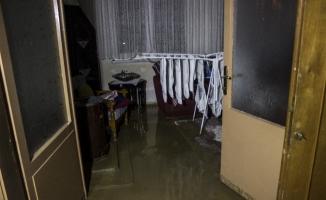 Bursa'da 7 saat sonra heyelan ve selin altında kalan köye ulaşım sağlandı