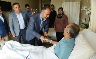 Alinur Aktaş'tan hastalara bayram ziyareti
