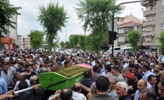 Kazada hayatını kaybeden 5 kişi gözyaşlarıyla defnedildi
