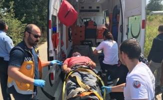 Devrilen hafriyat kamyonunda bulunan sürücü yaralı kurtuldu
