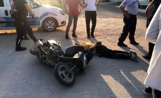 Kaçan şüphelinin yakınları polise saldırdı