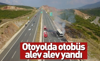 Otoyolda otobüs alev alev yandı