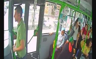 Otobüs şoförü kalp krizi geçiren kadının hayatını böyle kurtardı