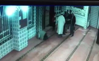 Dernek başkanı camide imamın üzerine yürüdü
