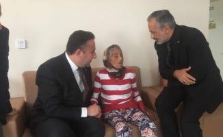 Başkan Cömez'den Türkiye'yi ağlatan yaşlı kadına ziyaret
