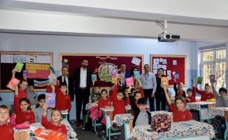 Sağlık Sen'den öğrencilere kitap desteği