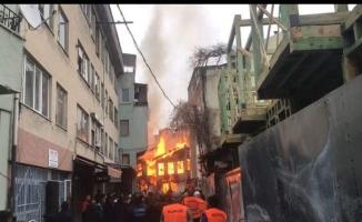 Bursa'da ahşap ev alevlere teslim oldu...(1)