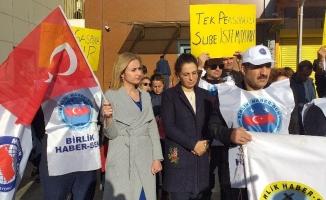 Bursa'da hafta sonu mesaileri verilmeyen PTT çalışanları eylem yaptı