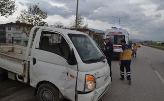 Kamyonet sürücüsü ölümden döndü