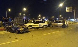 Kontrolden çıkan otomobil dehşet saçtı